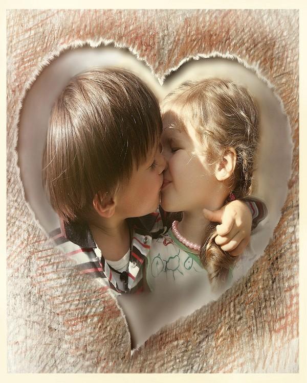 Couple d 39 enfants amoureux dans un coeur - Coeurs amoureux ...